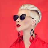 Γυναικείο μαύρο κόκκινο ύφος μόδας Στοκ φωτογραφία με δικαίωμα ελεύθερης χρήσης
