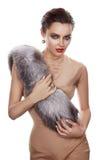 Γυναικών γούνα ύφους μόδας ομορφιάς φορεμάτων makeup προκλητική στοκ εικόνα