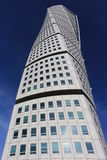 Γυρίζοντας την πρόσοψη κορμών στις 2 Οκτωβρίου 2015 στο Μάλμοε, Σουηδία Η στροφή του κορμού είναι ένας ουρανοξύστης de deconstruc Στοκ Εικόνες