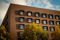 Γωνία και άκρη του τούβλινου κτηρίου Στοκ εικόνα με δικαίωμα ελεύθερης χρήσης