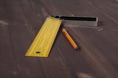 Γωνία και μολύβι ξυλουργού Στοκ φωτογραφία με δικαίωμα ελεύθερης χρήσης