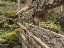 Γωνιακή άποψη ενός παλαιού ξύλινου φράκτη σε ένα χωριό Στοκ Εικόνες