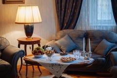 γωνιακό βαγόνι εμπορευμάτων καναπέδων καθιστικών γευμάτων εσωτερικό Στοκ Εικόνα