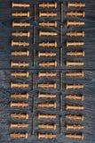 Γόμφοι στο ξύλινο υπόβαθρο Στοκ Εικόνα