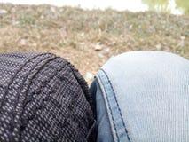 γόνατο της φιλίας στοκ εικόνες με δικαίωμα ελεύθερης χρήσης