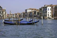 γόνδολες Βενετία καναλ& Στοκ φωτογραφία με δικαίωμα ελεύθερης χρήσης