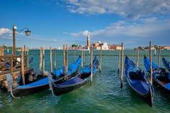 Γόνδολες και στη λιμνοθάλασσα της Βενετίας από το τετράγωνο SAN Marco Ιταλία Βενετία στοκ φωτογραφία με δικαίωμα ελεύθερης χρήσης