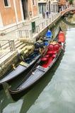 Γόνδολες σε ένα κανάλι στη Βενετία Στοκ Φωτογραφία