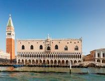 Γόνδολες και Doge παλάτι, Βενετία, Ιταλία Στοκ Εικόνες