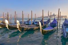 Γόνδολες με το SAN Giorgio Maggiore, Βενετία Στοκ Φωτογραφία