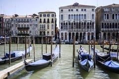 Γόνδολες στο μεγάλο κανάλι, Βενετία Ιταλία, θερινός χρόνος Στοκ φωτογραφία με δικαίωμα ελεύθερης χρήσης