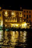 Γόνδολες της Βενετίας τη νύχτα Στοκ εικόνα με δικαίωμα ελεύθερης χρήσης