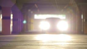 Γύροι αθλητικών αυτοκινήτων στο χώρο στάθμευσης και να λάμψει απόθεμα βίντεο