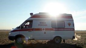 Γύροι αυτοκινήτων ασθενοφόρων απόθεμα βίντεο