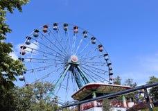 Γύροι διασκέδασης στο λούνα παρκ στοκ εικόνες με δικαίωμα ελεύθερης χρήσης