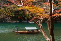 Γύρος βαρκών Arashiyama στην πτώση, Κιότο Στοκ εικόνες με δικαίωμα ελεύθερης χρήσης