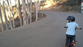 γύρος εκμάθησης ποδηλάτ&omega Στοκ εικόνα με δικαίωμα ελεύθερης χρήσης