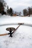 Γύρος ελκήθρων σε έναν κύκλο στην παγωμένη λίμνη Στοκ Φωτογραφία