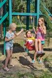 Γύρος κοριτσιών σε μια ταλάντευση Στοκ Εικόνες