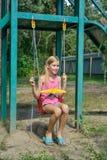 Γύρος κοριτσιών σε μια ταλάντευση Στοκ φωτογραφία με δικαίωμα ελεύθερης χρήσης
