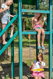 Γύρος κοριτσιών σε μια ταλάντευση Στοκ Εικόνα