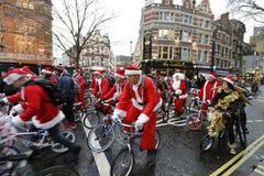 Γύρος Λονδίνο 2017 ποδηλάτων φιλανθρωπίας BMX Santa Στοκ Φωτογραφίες