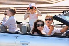 γύρος μητέρων πατέρων παιδιών αυτοκινήτων Στοκ Φωτογραφίες