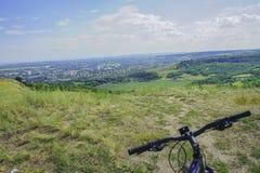 Γύρος ποδηλάτων στην περιπέτεια λόφων στοκ φωτογραφία με δικαίωμα ελεύθερης χρήσης