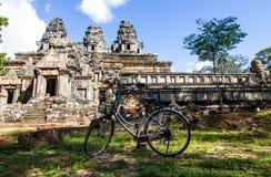 Γύρος ποδηλάτων σε Angkor Wat Στοκ φωτογραφία με δικαίωμα ελεύθερης χρήσης