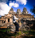 Γύρος ποδηλάτων σε Angkor Wat Στοκ Φωτογραφία