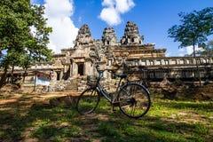 Γύρος ποδηλάτων σε Angkor Wat Στοκ Εικόνες