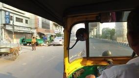 Γύρος σε ένα ταξί tuk-Tuk - Ινδία απόθεμα βίντεο