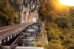 Γύρος τραίνων στον ποταμό Kwai, Ταϊλάνδη σιδηροδρόμων θανάτου Στοκ εικόνα με δικαίωμα ελεύθερης χρήσης