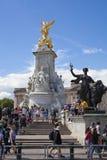 γύρος de Γαλλία γύρος de Γαλλία Πλήθος που αναμένει τους ποδηλάτες στο πράσινο πάρκο, κοντά στο Buckingham Palace Στοκ εικόνα με δικαίωμα ελεύθερης χρήσης