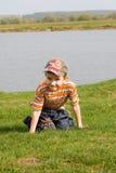 γύρω από τη λίμνη αγοριών λίγ&alpha Στοκ φωτογραφίες με δικαίωμα ελεύθερης χρήσης