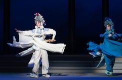 """Γλιστρήστε οι αδελφή-έκτες υπερχειλίσεις χρυσό λόφος-Kunqu Opera""""Madame άσπρο Snake† νερού πράξεων Στοκ Φωτογραφία"""