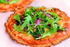 Γλουτένη-ελεύθερη ιταλική πίτσα στοκ φωτογραφία