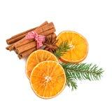 Γλυκάνισο ραβδιών κανέλας και πορτοκαλιές φέτες Διακόσμηση καρυκευμάτων Χριστουγέννων Στοκ φωτογραφία με δικαίωμα ελεύθερης χρήσης
