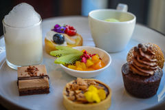 Γλυκά επιδορπίων τσαγιού και ζύμης απογεύματος Στοκ Εικόνες