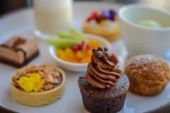 Γλυκά επιδορπίων τσαγιού και ζύμης απογεύματος Στοκ Εικόνα