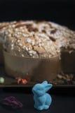 Γλυκά ιταλικά κέικ και αυγά για την παράδοση Πάσχας Στοκ φωτογραφία με δικαίωμα ελεύθερης χρήσης