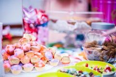 Γλυκά και πρόχειρα φαγητά Στοκ φωτογραφία με δικαίωμα ελεύθερης χρήσης