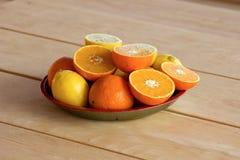Γλυκά πορτοκάλια και λεμόνια Στοκ φωτογραφία με δικαίωμα ελεύθερης χρήσης