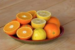 Γλυκά πορτοκάλια και λεμόνια Στοκ Φωτογραφίες