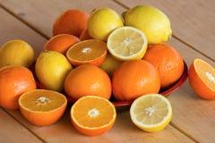 Γλυκά πορτοκάλια και λεμόνια Στοκ εικόνα με δικαίωμα ελεύθερης χρήσης