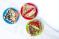 Γλυκά σάντουιτς με τα φρούτα και την κρέμα Στοκ φωτογραφία με δικαίωμα ελεύθερης χρήσης
