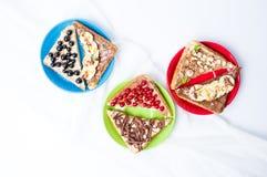 Γλυκά σάντουιτς με τα φρούτα και την κρέμα Στοκ Φωτογραφία