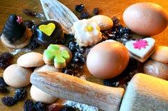 Γλυκά, σταφίδες, αυγά και αλεύρι Χριστουγέννων Στοκ φωτογραφίες με δικαίωμα ελεύθερης χρήσης