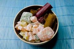 Γλυκά στο πιάτο Στοκ φωτογραφία με δικαίωμα ελεύθερης χρήσης