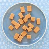 Γλυκά toffees καραμέλας, φοντάν σε ένα πιάτο Στοκ φωτογραφίες με δικαίωμα ελεύθερης χρήσης